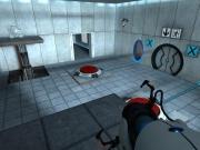 Portal: Wir müssen durch die Tür gelangen. Sie geht nur auf, wenn du gleichzeitig auf beide roten Knöpfen Druck ausübst.